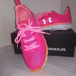 New With Box Under Armor Girls Athletic Shoe